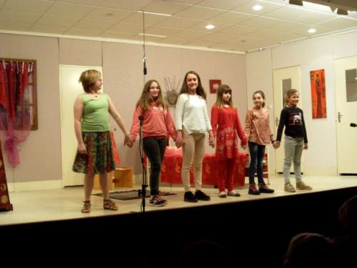 spectacle des Mini Z'Arts esprels